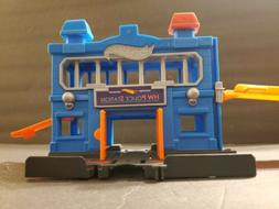 HOT WHEELS FNB00 2017 Downtown Police Station Breakout Vehic