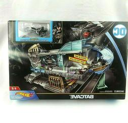 Mattel Hot Wheels Character Cars DC Comics Batcave Playset N