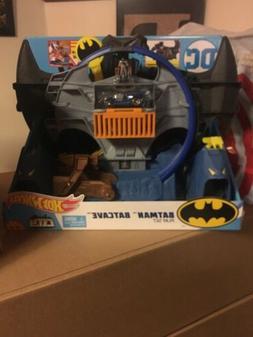 Mattel Hot Wheels City DC Comics Batman Batcave Track Playse