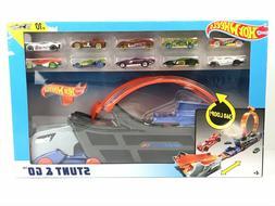 Hot Wheels Stunt & Go Hauler Transporter Truck + 10 Die