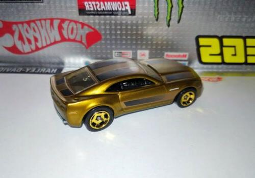 Hot Wheels COOL CLASSICS CHEVY CAMARO Gold MINT 1/64