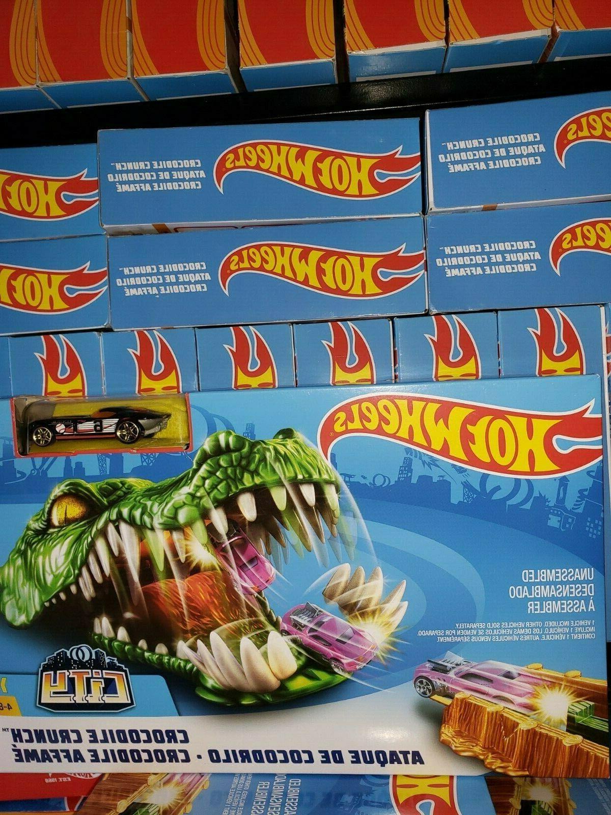 crocodile crunch car and track play set