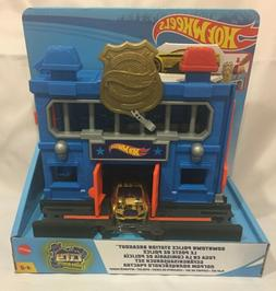 Mattel Hot Wheels City Downtown Police Station Breakout Play