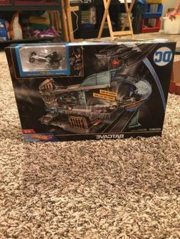 NEW SEALED Mattel Hot Wheels DC BATMAN Batcave Playset Batma