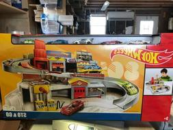 Hot Wheels Throwback Sto & Go Playset Toy Cars NEW DAMAGED B